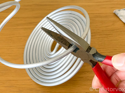 cutting thick armature wire with wire cutters for an air plant holder