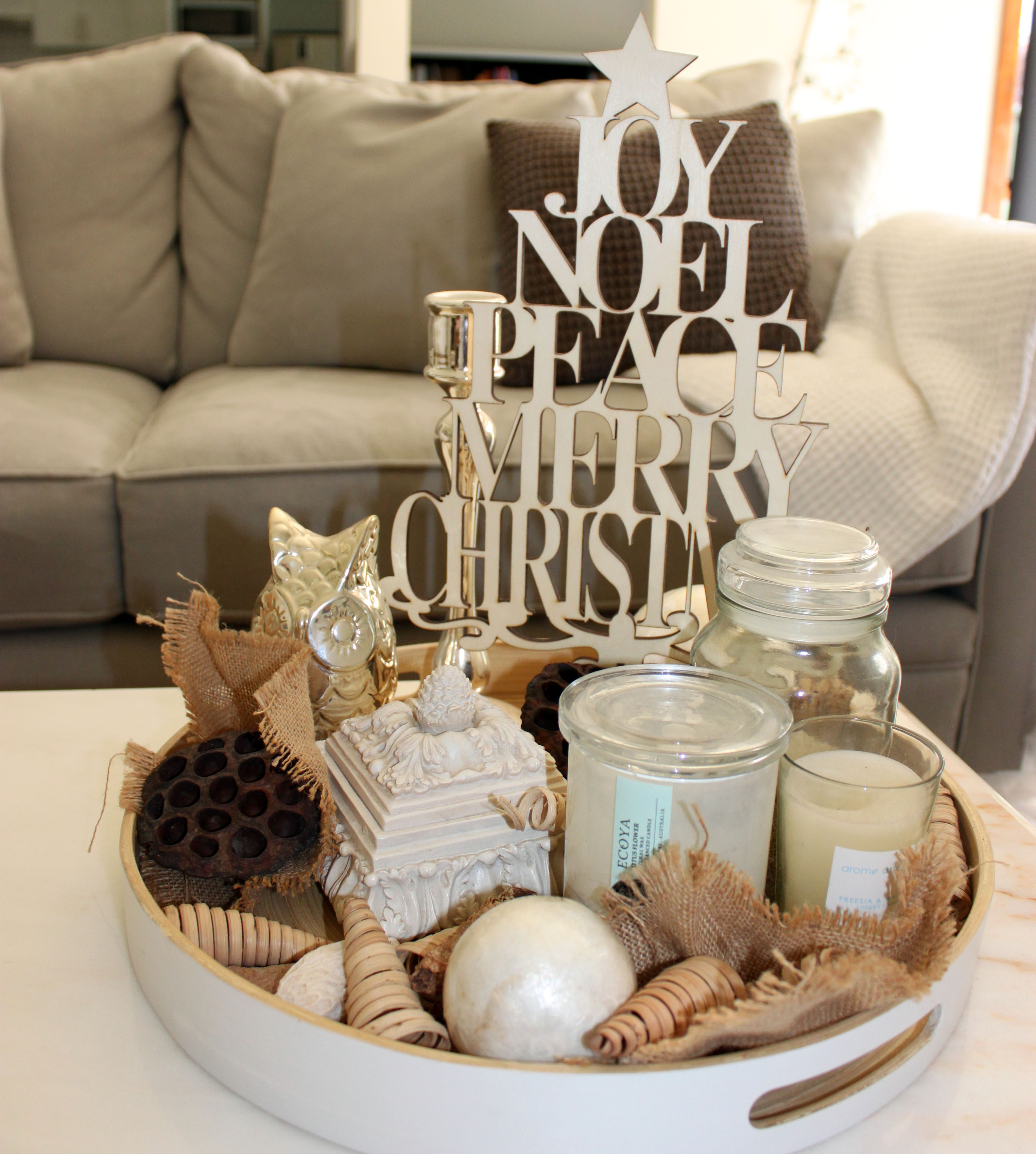 Centerpiece Ideas For Coffee Table: My Simple Christmas Coffee Table Display