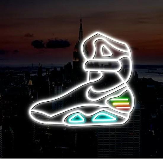 neon regreso al futuro