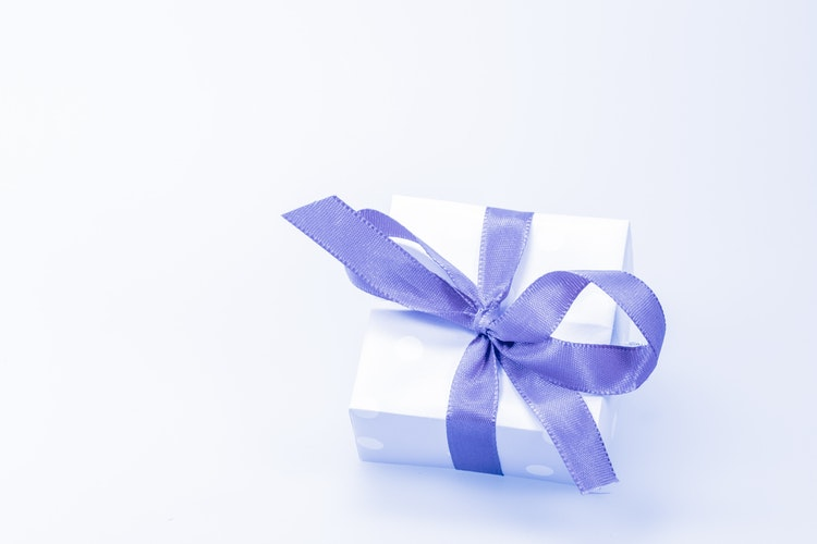 Did you get this free gift from amex cardpe diem today i received a random free gift in the mail from american express this exclusive offer is a 150 gift card to the jewelry store apm monaco negle Gallery