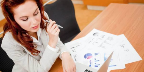Woman looking for investment options