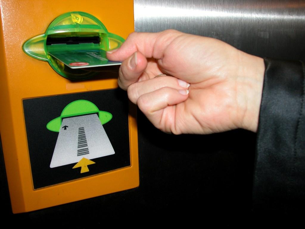 Warning Signs of Credit Card Skimming Fraud