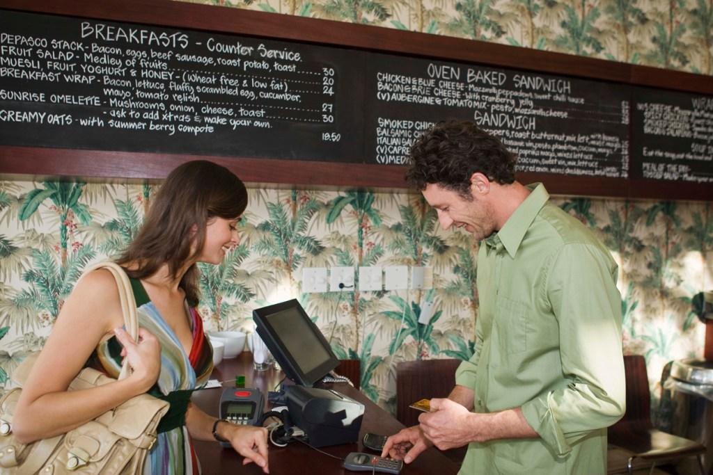 Capital One Savor earns 3% cash back rewards at fine dining and fast food restaurants.