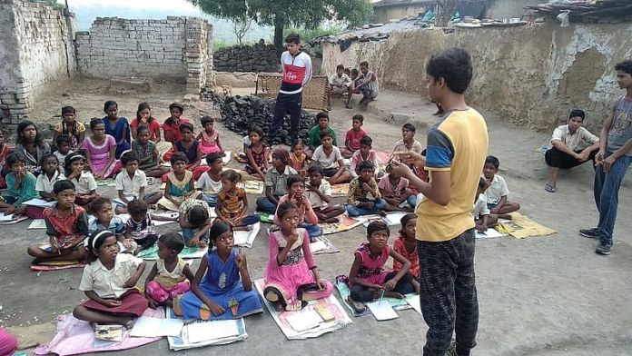 Meet 19-year-old Harsh Singh who is teaching 200 children of coal workers in Dhanbad and also giving food credityatra 2