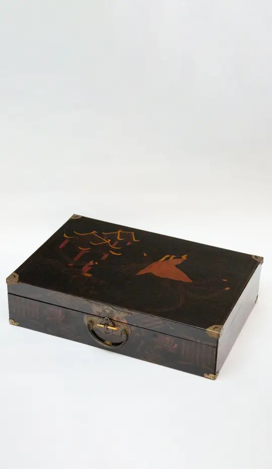 chinoiserie-lacquer-box