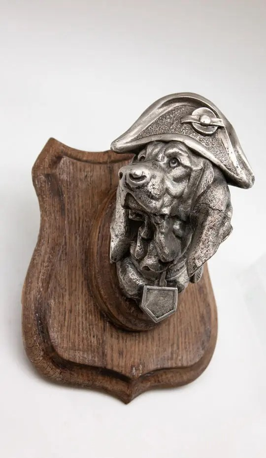 dog-in-napoleon-hat-on-plaque