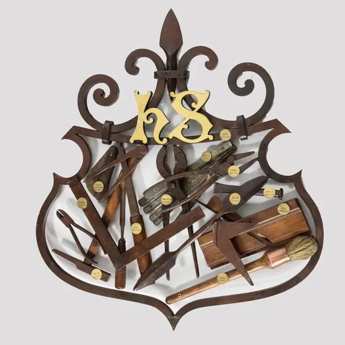tool-sign-crest