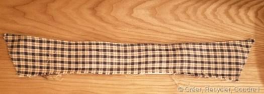Découper un col de chemise pour le transformer en étui pour écouteurs