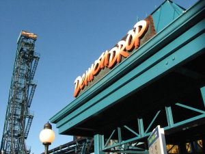 Cedar_Point_Demon_Drop_with_sign_in_view_(4070443603)