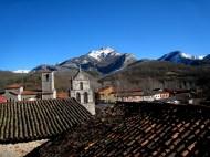 El Pico de Aguasalio visto al natural desde los perfiles de las torres de Crémenes