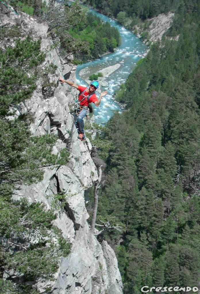 Stage découverte de l'escalade dans le Parc régional du Queyras calcaire grande voie