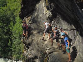 via ferrata découverte Hautes Alpes encadrée par un professionne
