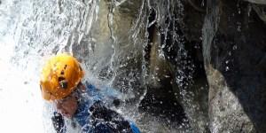 Canyon enfant :Découvrez le canyoning avec un guide de canyon dans les Hautes Alpes (05)