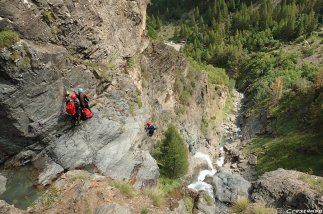 canyoning cascade, compétences canyon, guide canyon