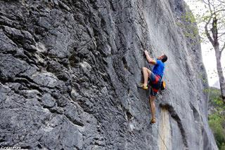 stage perfectionnement escalade, grimper en falaise, progresser en falaise