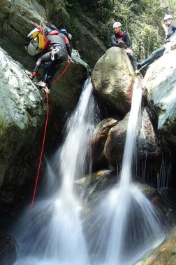 canyon waterfall, outdoor white water, white water sporty, canyon Briançon