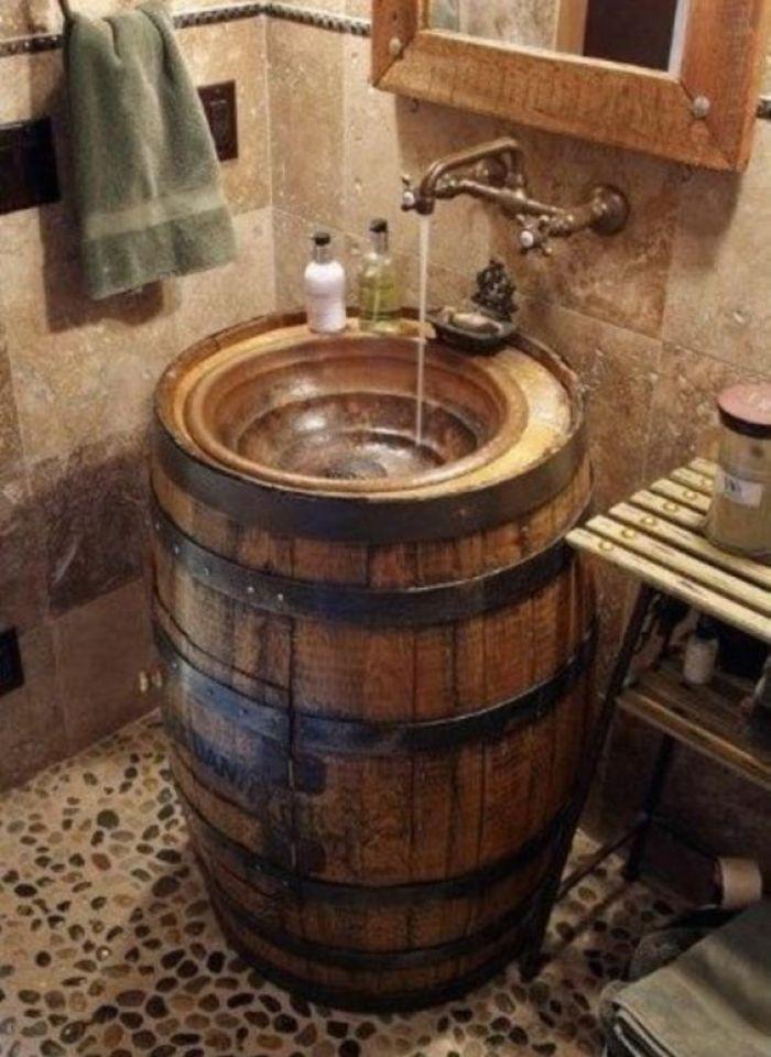 pia feita de barril para o banheiro rustico