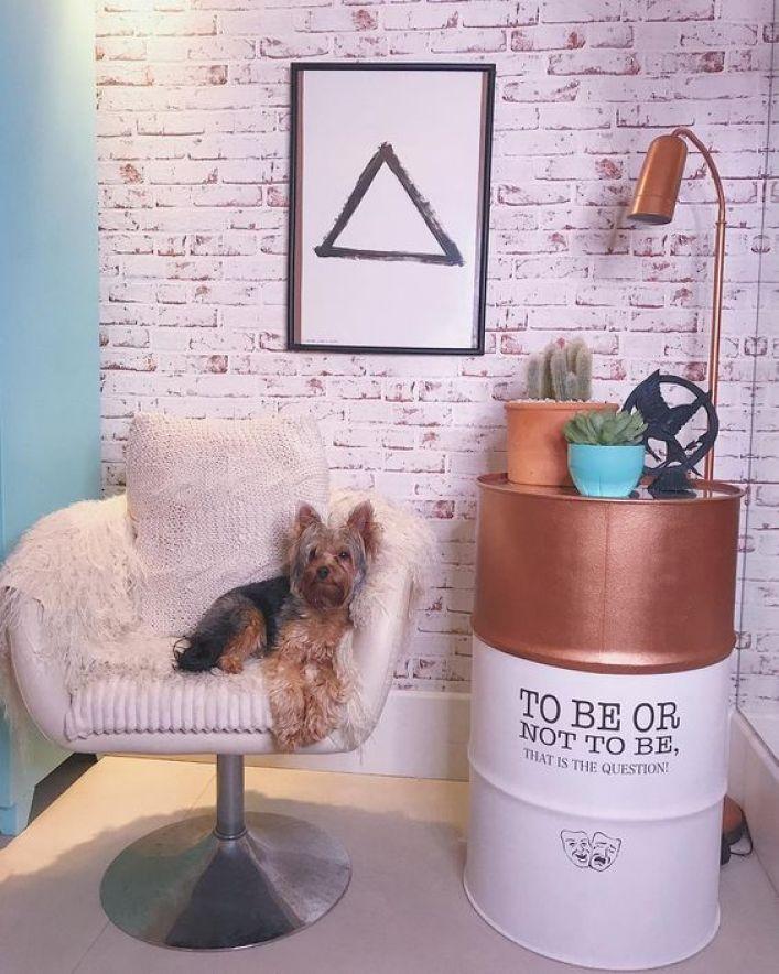 decoração usando barril no quarto