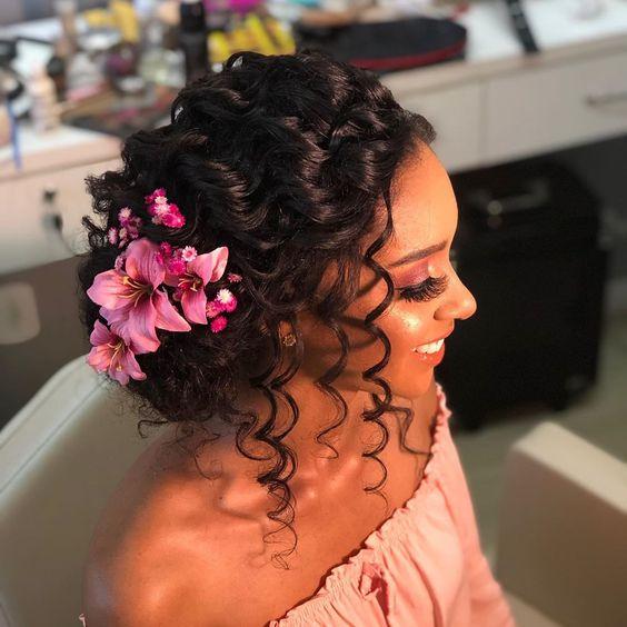 penteados para cabelos cacheados casamento