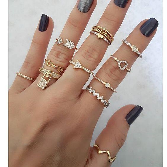 como usar vários anéis na mesma mão