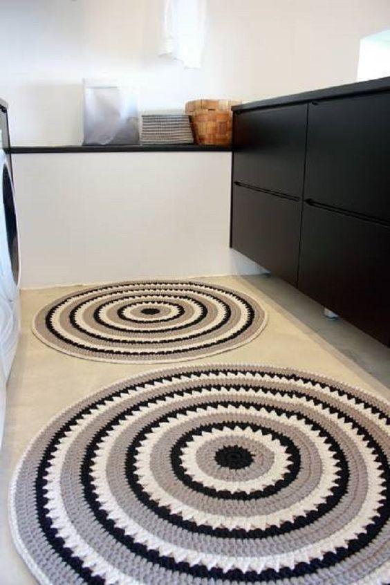 tapete redondo feito de crochê