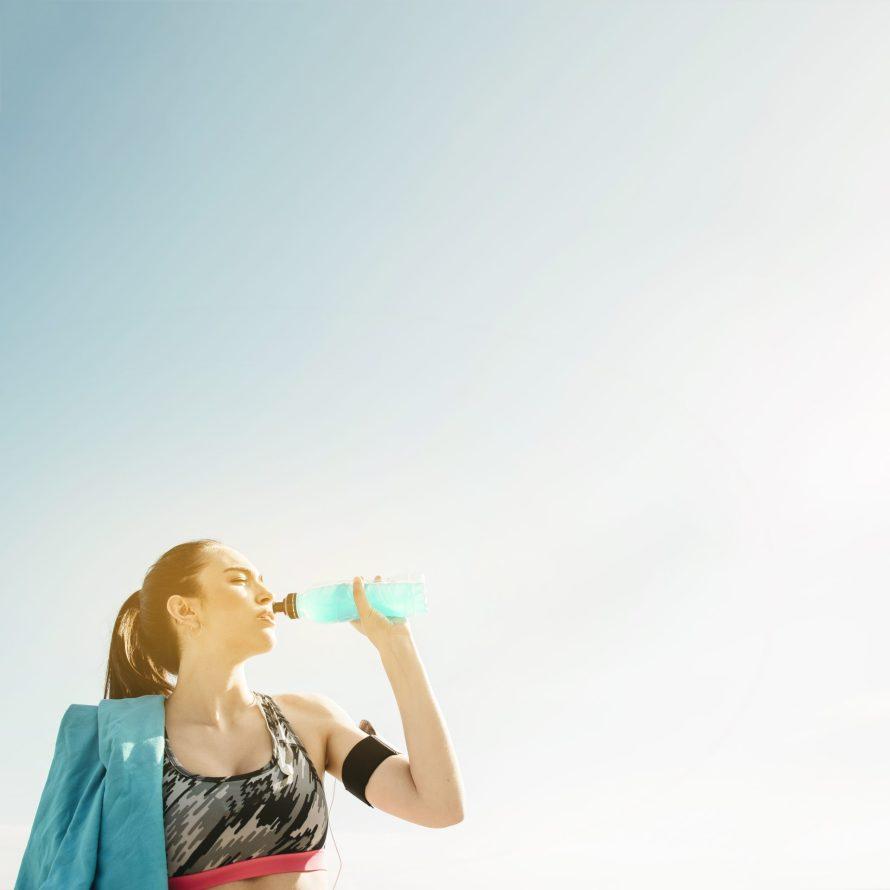 beber agua hábitos saudáveis