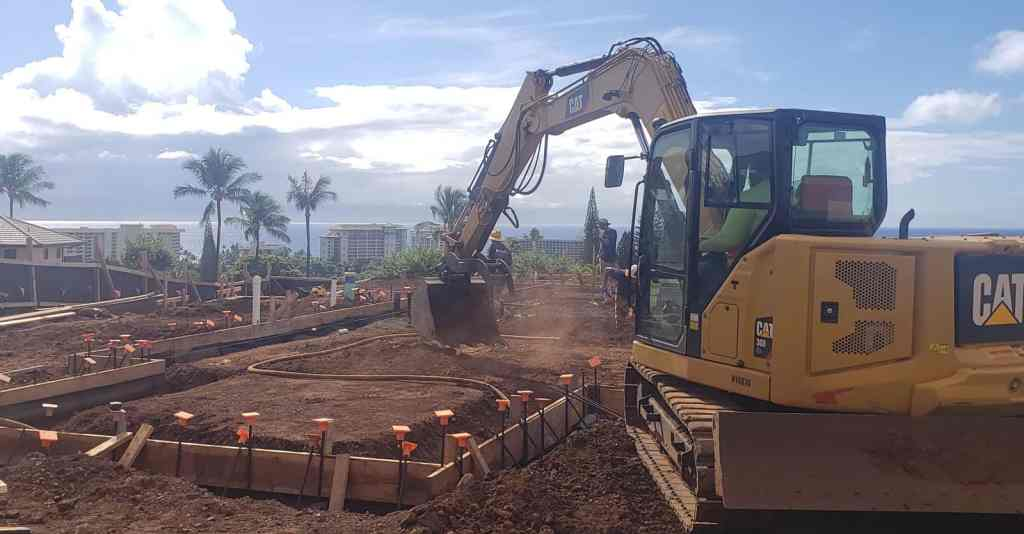 Crescent Homes Maui excavation crew and equipment excavating for a new Maui home.