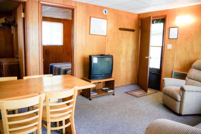 Cabin 2 Crest Lodge Table Rock Lake living room
