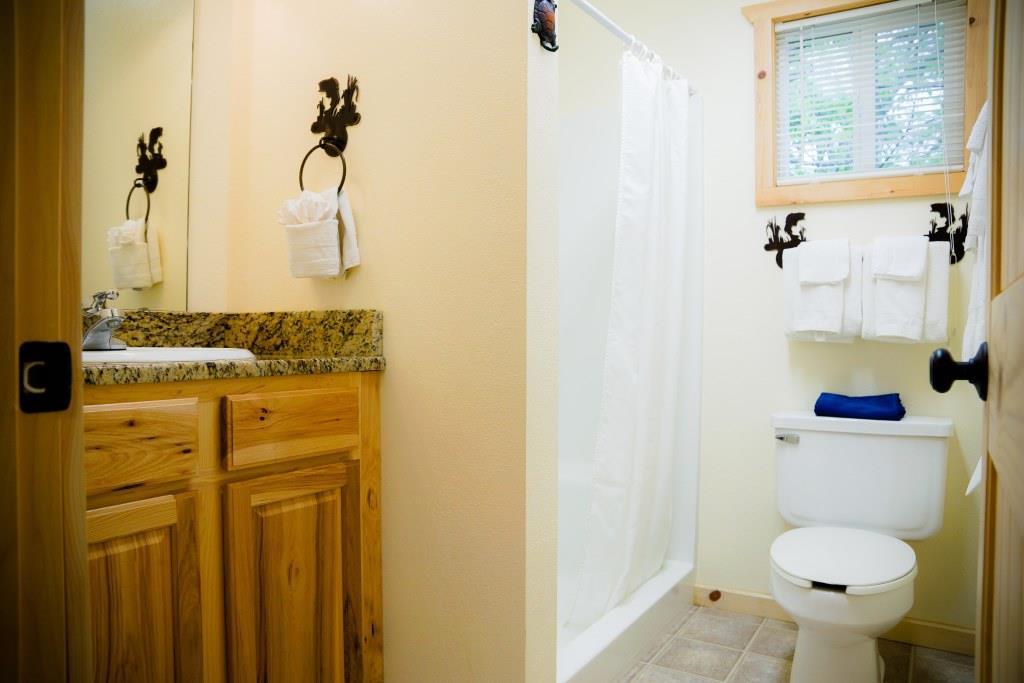 cottage 7 bathroom crest lodge resort table rock lake
