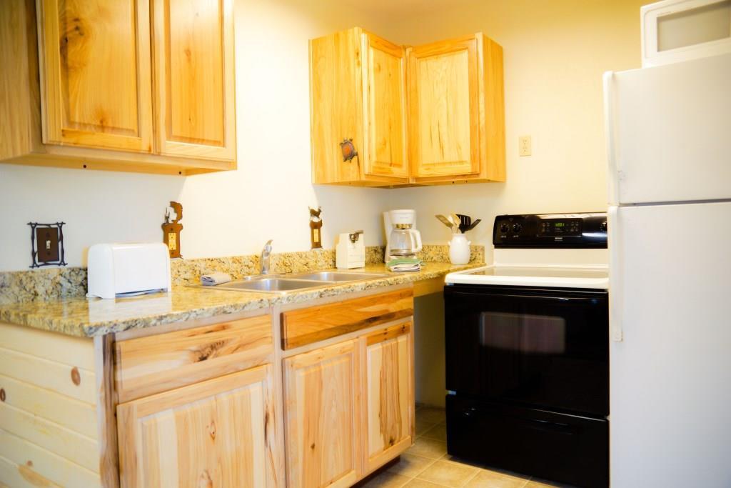 cottage 7 kitchen crest lodge resort table rock lake