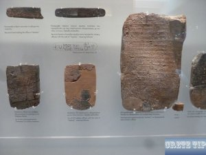 Clay plaques with Linear A and B