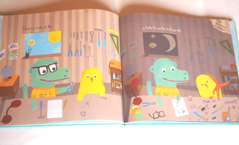 """Página de """"Pájaro amarillo"""" se ve a los protagonistas trabajando en su invento"""