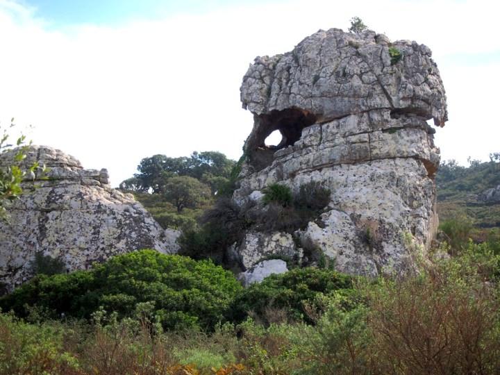 La roca de la montera del torero desde abajo. Vista amplia