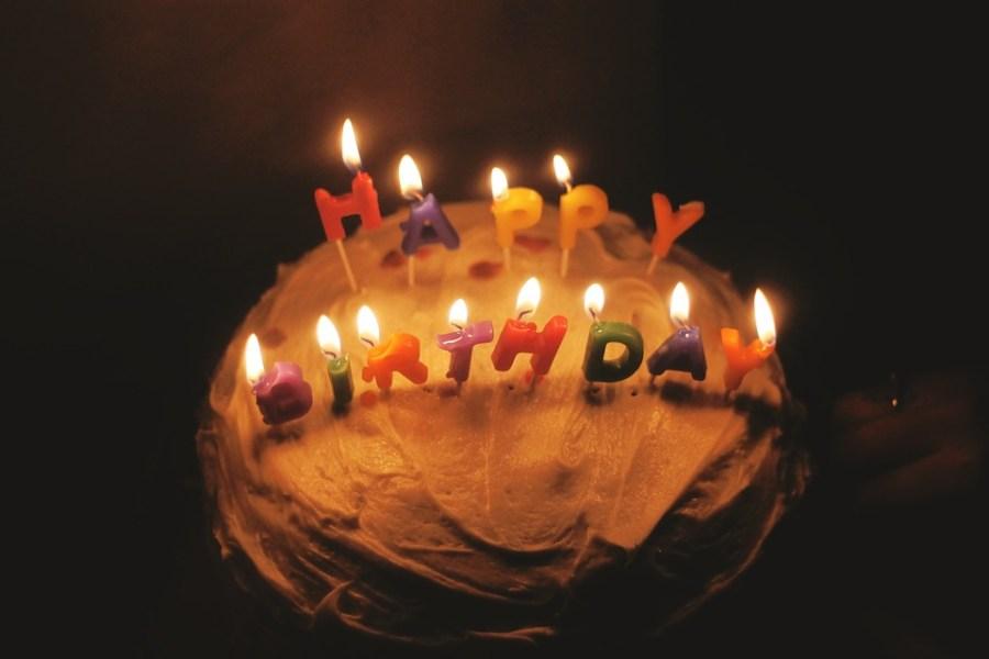Foto de tarta de cumpleaños hecha casera para cumpleaños cero residuos