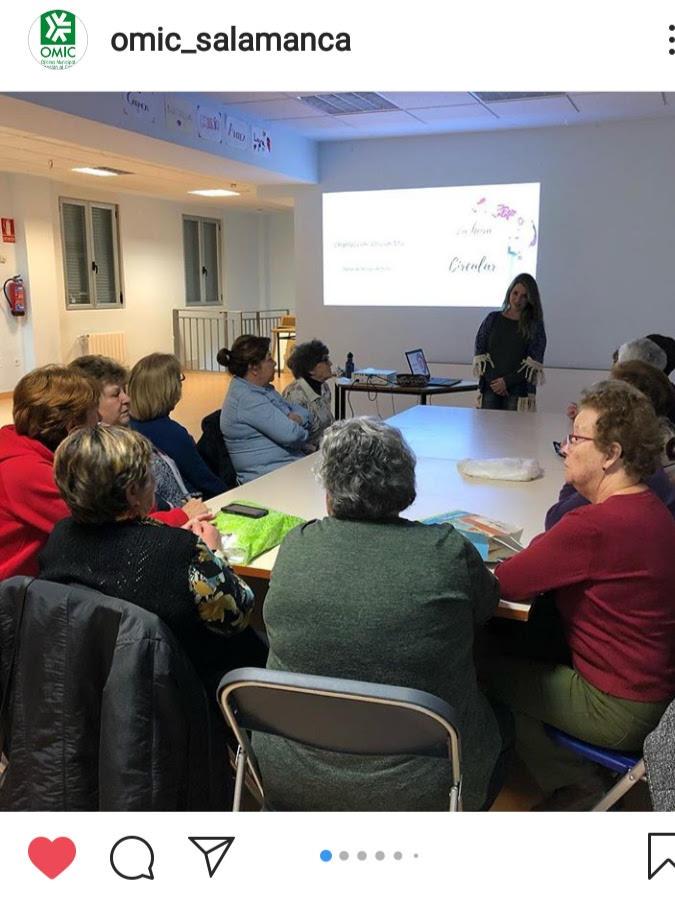 OliviahMai dando un taller en Salamanca