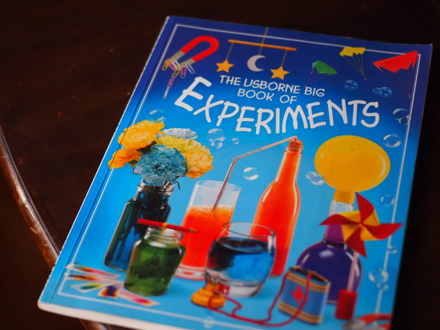 Portada del libro:Big book of experiments de Usborne