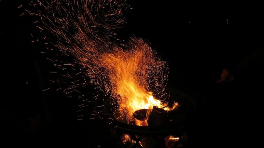 Fuego y chispas
