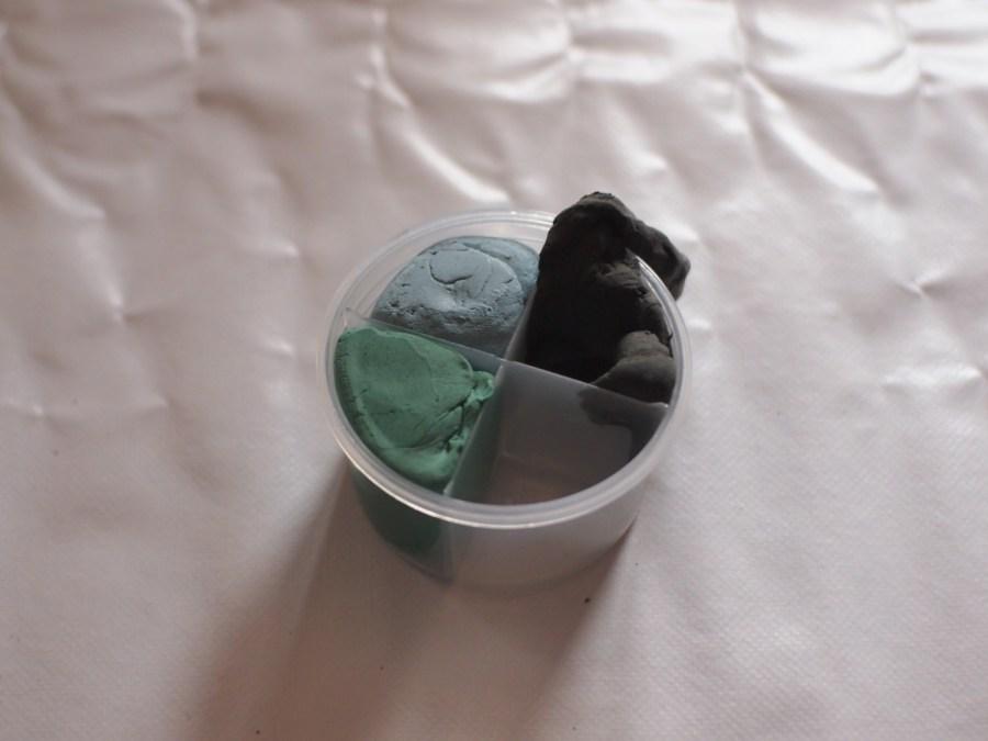 Paste de modelar de colores en su tarro