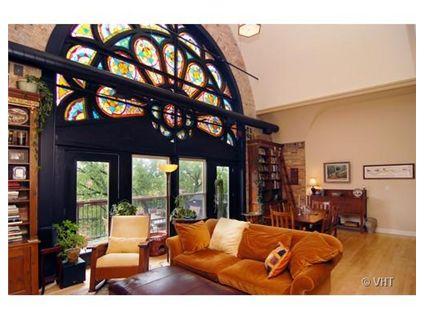 1658-w-superior-_9-livingroom-_1-approved.jpg