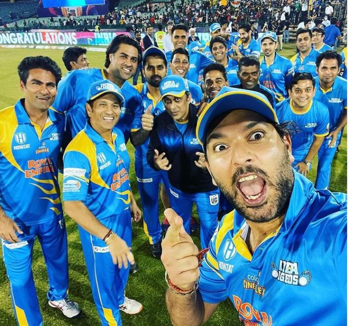 Yuvraj Singh posted a photo with the victorious Indian legend