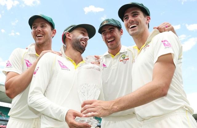 ऑस्ट्रेलियाई गेंदबाज नाथन लियोन, मिशेल स्टार्क, पैट कमिंस और जोश हेज़लवुड (मार्क मेटकाफ द्वारा फोटो - सीए / क्रिकेट ऑस्ट्रेलिया / गेटी इमेज)