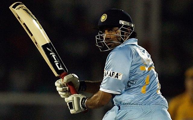 शॉट खेलते भारतीय क्रिकेटर रॉबिन उथप्पा।  एएफपी फोटो / इंद्रनील मुखर्जी (फोटो क्रेडिट को इंद्रनील मुखर्जी / एएफपी को गेटी इमेज के माध्यम से पढ़ना चाहिए)