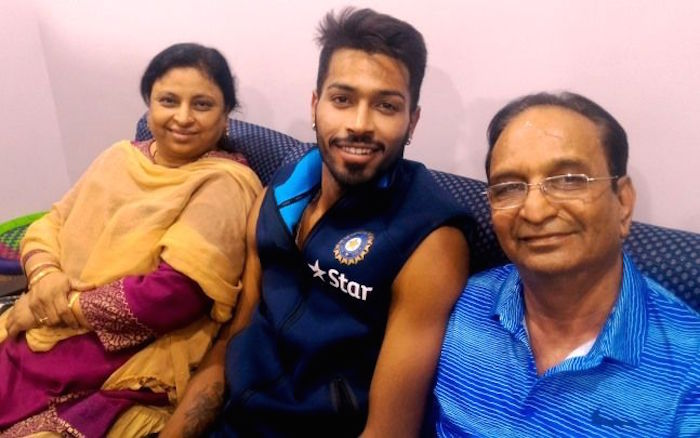 Hardik Pandya with his mom and day