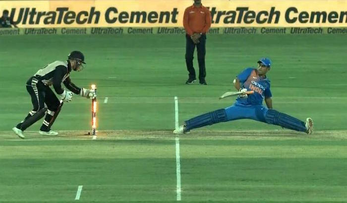 MS Dhoni full stretch
