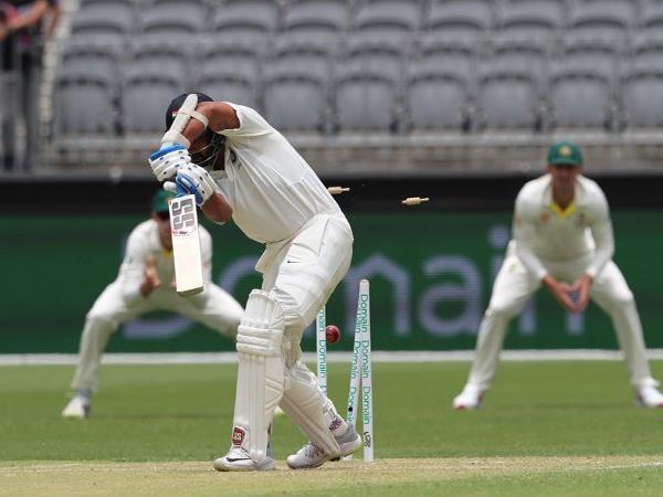 Murali Vijay bowled