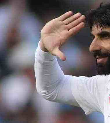 Misbah-ul-Haq salute