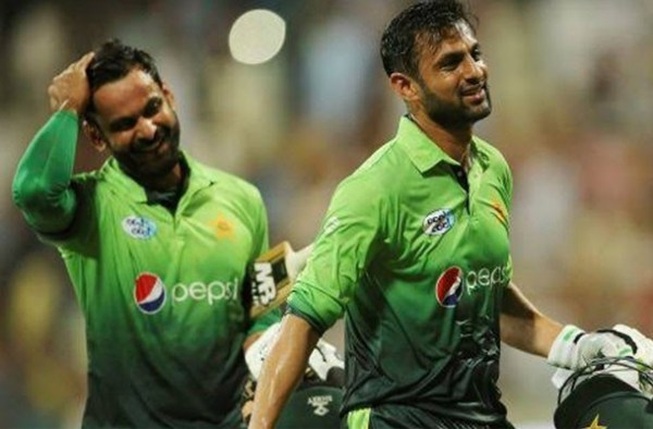 Hafeez, Malik are back for Bangladesh T20I series 3