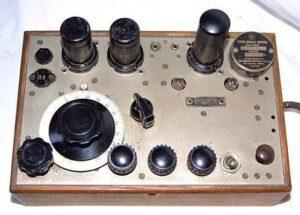 Klassieke afluisterapparatuur uit de vorige eeuw.