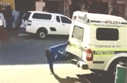 ontsnapping politiebusje, ontsnapping arrestant video, crime nieuws videos, ontsnapping opmerkelijk politie