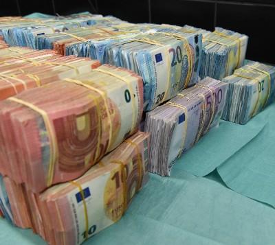 2,1 miljoen verborgen ruimte, witwassen geld rotterdam